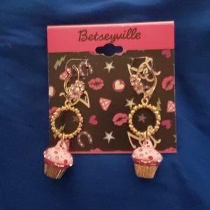 Betseyville Cupcake Earrings NWT